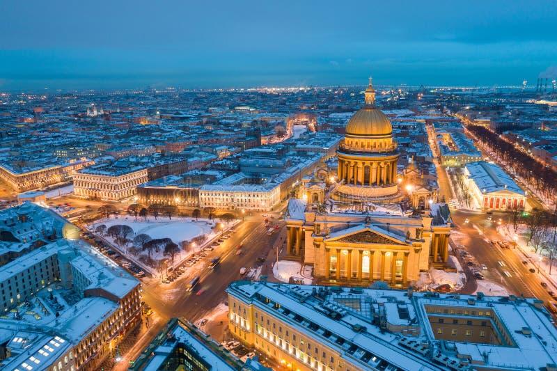 ST PETERSBURG, RUSLAND - MAART, 2019: De Kathedraal van heilige Isaac in het Satellietbeeld van Heilige Petersburg van de stad royalty-vrije stock foto's