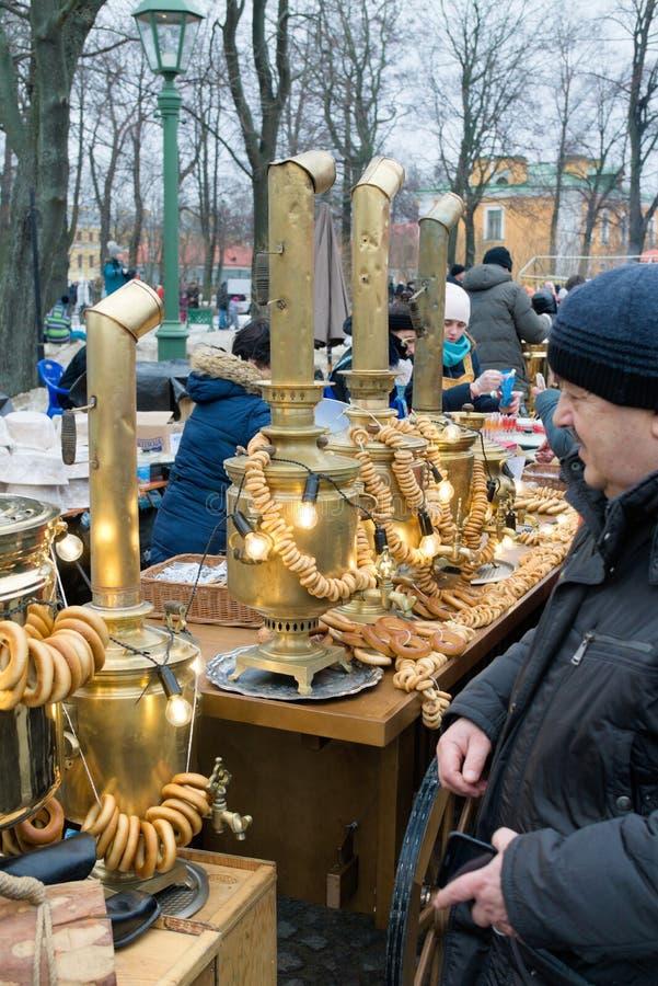 St. Petersburg, Rusland, 10 Maart, 2019 De tellers met traditionele Rus behandelt in Peter en Paul Fortress stock foto's