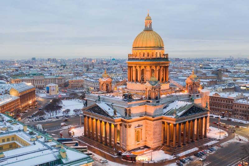 ST PETERSBURG, RUSLAND - MAART, 2019: St Isaac de kathedraal in Heilige Petersburg, Rusland, is binnen de grootste christelijke o stock afbeelding