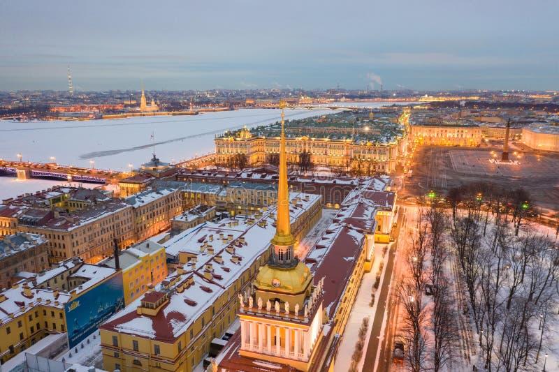 ST PETERSBURG, RUSLAND - MAART, 2019: Satellietbeeldcityscape van stadscentrum, Paleisvierkant, de Kluismuseum van de Staat (de W stock afbeelding