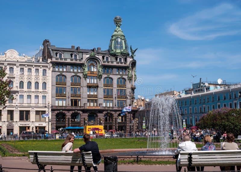 St. Petersburg, Rusland - Mei 8, 2016: - Singer- van het beroemde huis van het bedrijf stock foto's