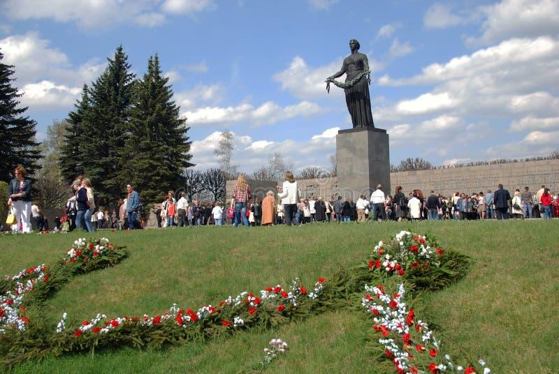 ST PETERSBURG RUSSIA - 9 maggio - ceme di Piskaryovskoye fotografia stock libera da diritti