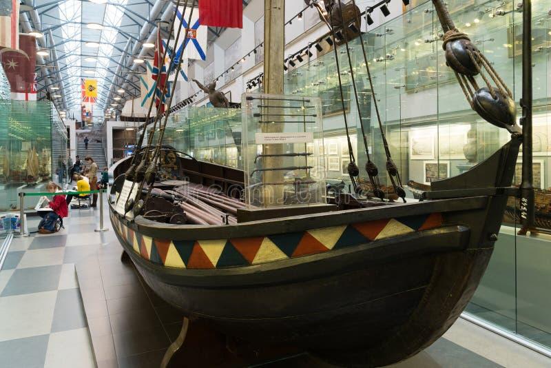 St Petersburg, Russia - 2 giugno 2017 Barca dello zar Peter I in museo navale nelle caserme di Kryukov immagini stock
