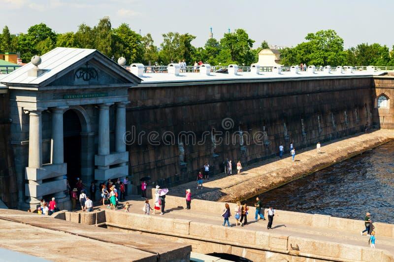 St Petersburg, Russia I portoni di Neva della fortezza di Paul e di Peter Uscita al pilastro fotografia stock libera da diritti
