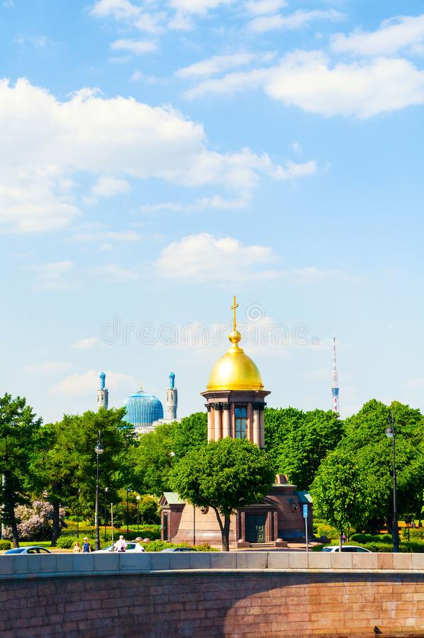 St Petersburg, Russia La cappella della trinità in nome della vita che dà la moschea della cattedrale e della trinità di St Peter fotografia stock