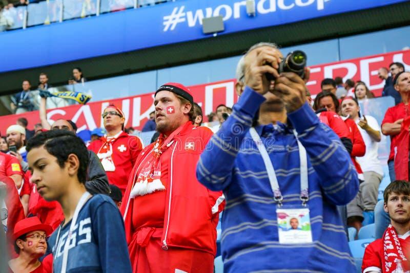 St Petersburg, Russia - 3 luglio 2018: Fan tristi della squadra di football americano nazionale della Svizzera alla coppa del Mon fotografia stock
