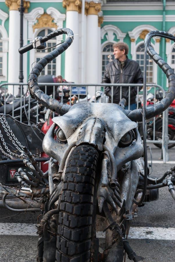 St Petersburg, Russia - 25 settembre 2017: Un motociclo casalingo unico alla mostra a St Petersburg Closing della Bi immagini stock libere da diritti