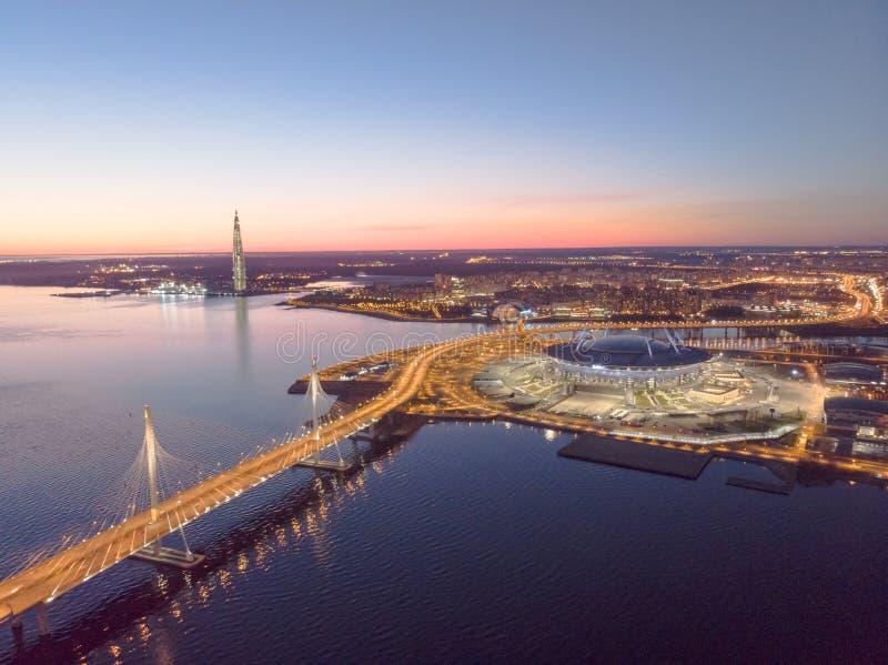 St Petersburg, Russia Viste aeree al golfo Finlandia Sedi di Gazprom del centro di Lakhta del grattacielo Zenit dello stadio fotografie stock libere da diritti
