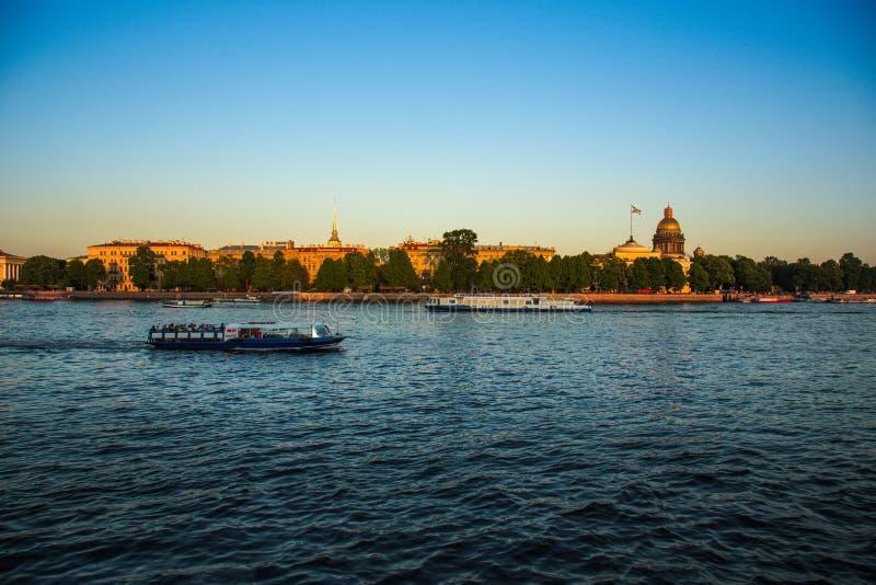 St Petersburg, Russie  DES Anglais de promenade images stock