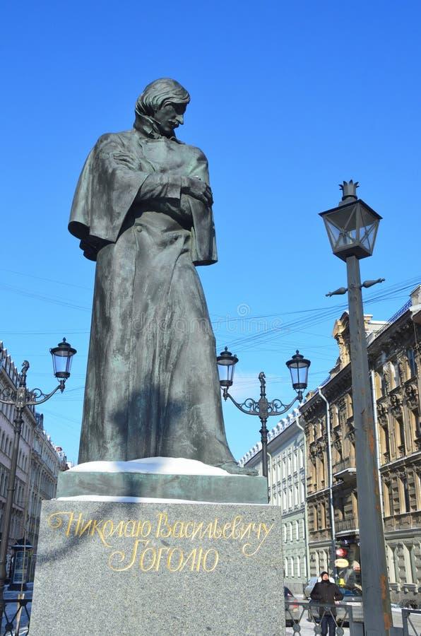 St Petersburg, Russie, février, 27, 2018 Le monument à Nikolai Gogol sur la rue de Malaya Konyushennaya à St Petersburg images stock