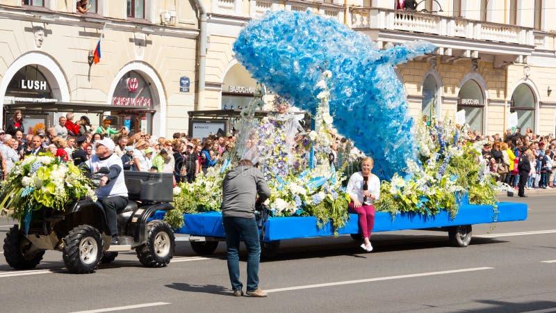 St Petersburg, Russie 12 juin 2019 Festival de fleur Perspective de Nevsky Beaucoup de personnes sont venues au festival Plate-fo images libres de droits