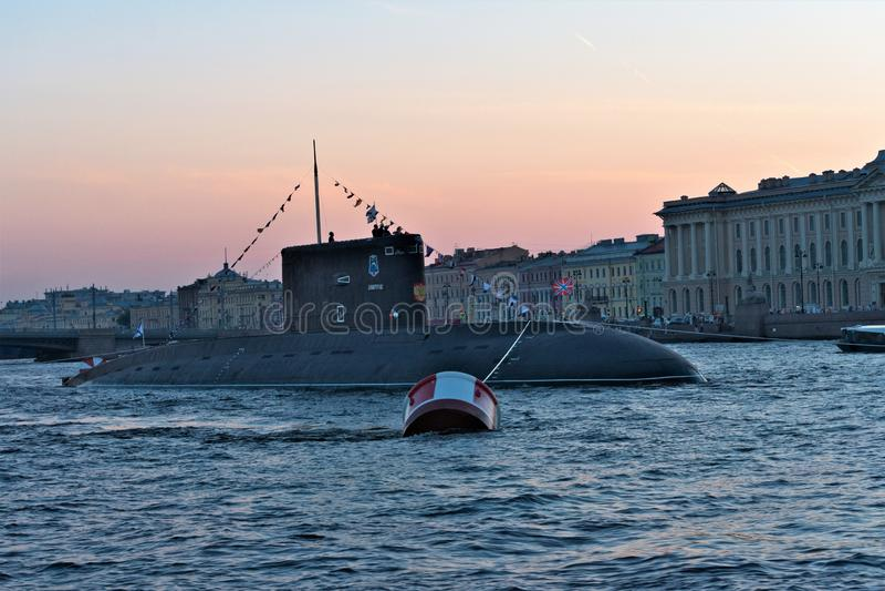 """St Petersburg, Russie, le 29 juillet 2018 Sous-marin """"Dmitrov """"au défilé en l'honneur de la marine sur Neva River photos stock"""