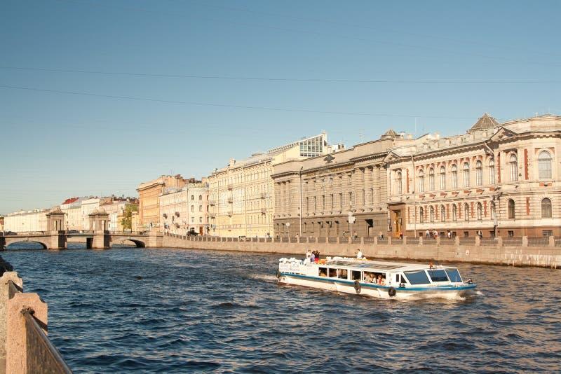 ST PETERSBURG, RUSSIE : Pont de Lomonosov à travers le Fontanka Riverin St Petersburg, Russie photo libre de droits