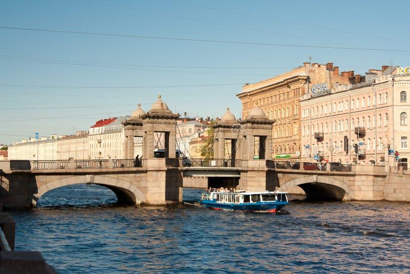 ST PETERSBURG, RUSSIE : Pont de Lomonosov à travers le Fontanka Riverin St Petersburg, Russie image libre de droits