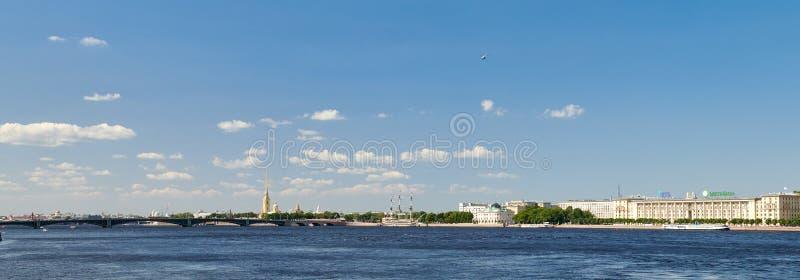 St Petersburg, Russie Vue panoramique de la forteresse de Peter et de Paul et de la rivière de Neva photos libres de droits