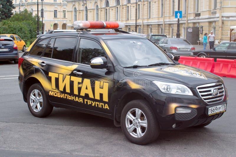 St Petersburg, Russland - 25. August 2018: Wartegruppensicherheitsgesellschaft Auto Lifan X60 schnelle Aufschrift auf russisch: T stockbild