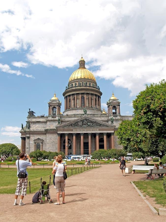 St. Petersburg, Russland Des touristischen die Kathedrale Fotografien St. Isaacs stockbild