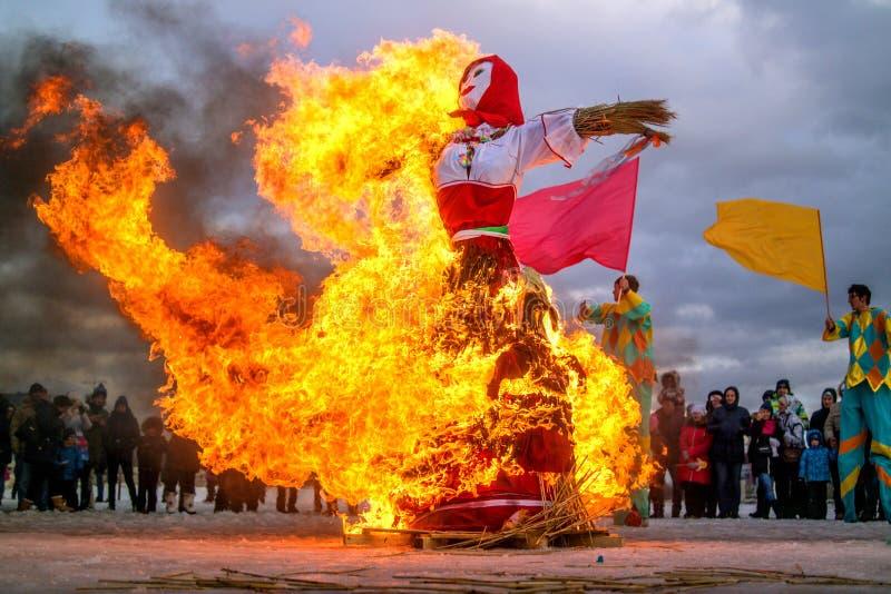 St Petersburg, Russland - 22. Februar 2015: Fest Maslenitsa auf Vasilyevsky Island stockfotos
