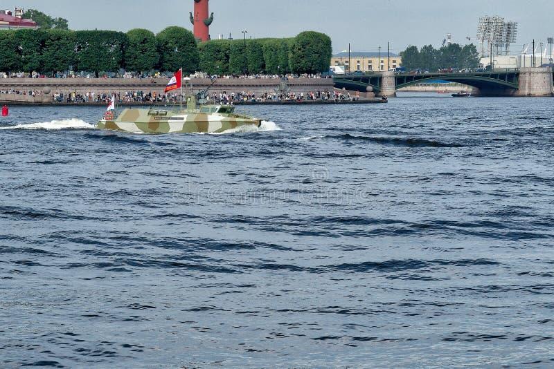 ST PETERSBURG, RUSSLAND - 30. JULI 2017: Hochgeschwindigkeitspatrouillenboot stockfotos