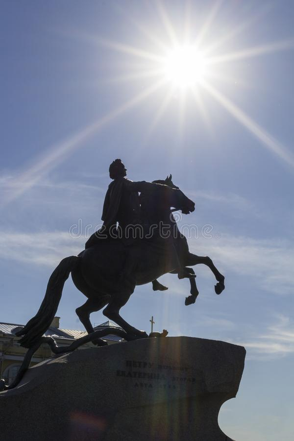 ST PETERSBURG, RUSSLAND - 6. JULI 2017: Monument des russischen Kaisers und des Zars Peter I das große Die Reiterstatue stockfotos