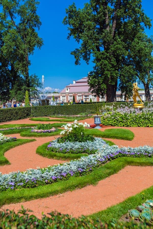ST PETERSBURG, RUSSLAND - 27. JULI 2014: Touristenweg nahe stockfotografie