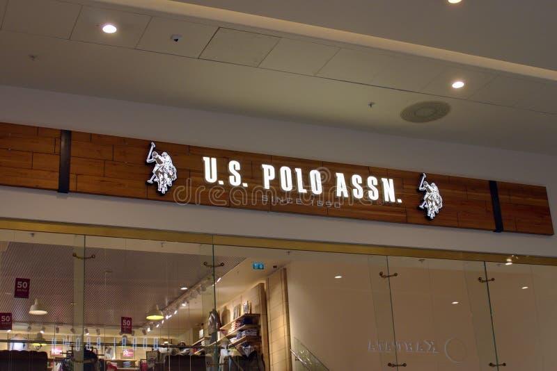 St Petersburg, Russland - 7. Oktober 2018: Geschäft U S Polo Assn Im Mall Abstraktes Element im schwarzen Hintergrund lizenzfreies stockfoto