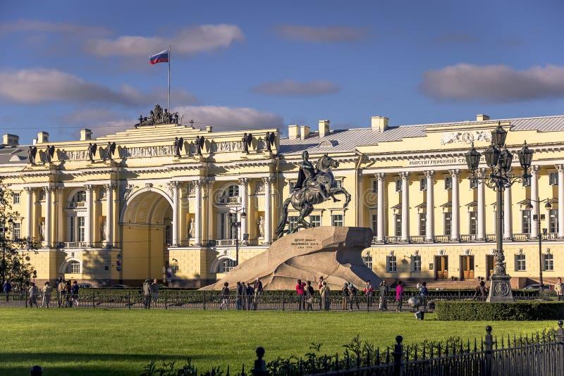 29 06 2017 St Petersburg, Ryssland Försommarmorgon på den Nevsky utsikten arkivfoto