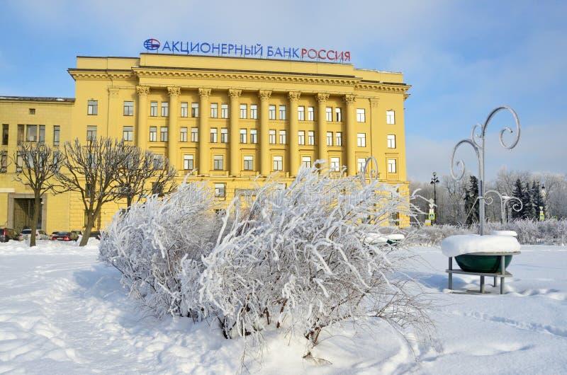 St Petersburg Ryssland, Fabruary, 22, 2018 Bank Ryssland för skarvmateriel i vinter Rastrelli fyrkant royaltyfri fotografi