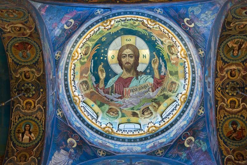 St Petersburg Ryssland - Juni 6 2017 Bild av Jesus Christ på taket som är ofCathedral av uppståndelse av Kristus royaltyfri foto