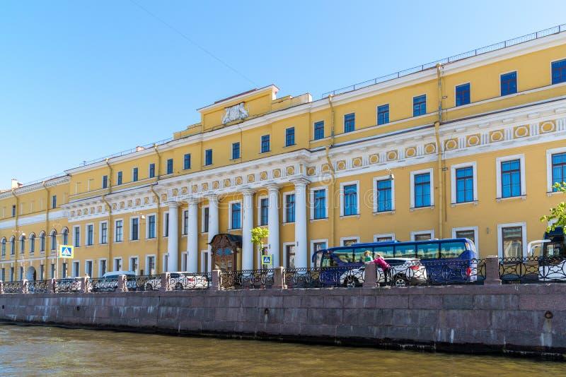 St Petersburg Ryssland - Juni 4 2017 Shuvalov slott Yusupov slott på den Moika floden arkivfoton