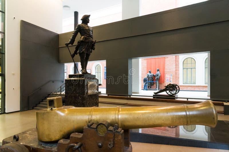 St Petersburg Ryssland - Juni 02 2017 Skulptur av tsar Peter I i sjö- museum i Kryukov baracker royaltyfri fotografi