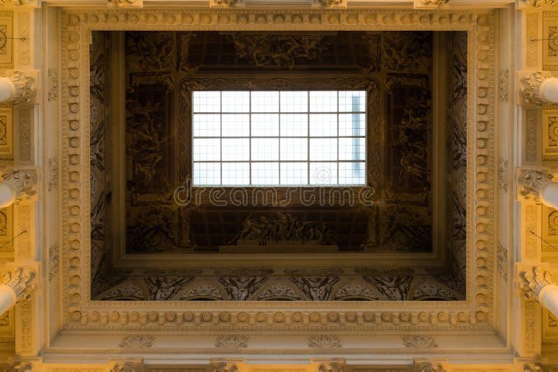 St Petersburg Ryssland - Juni 2 2017 tak i ryskt museum av kejsaren Alexander III arkivbild