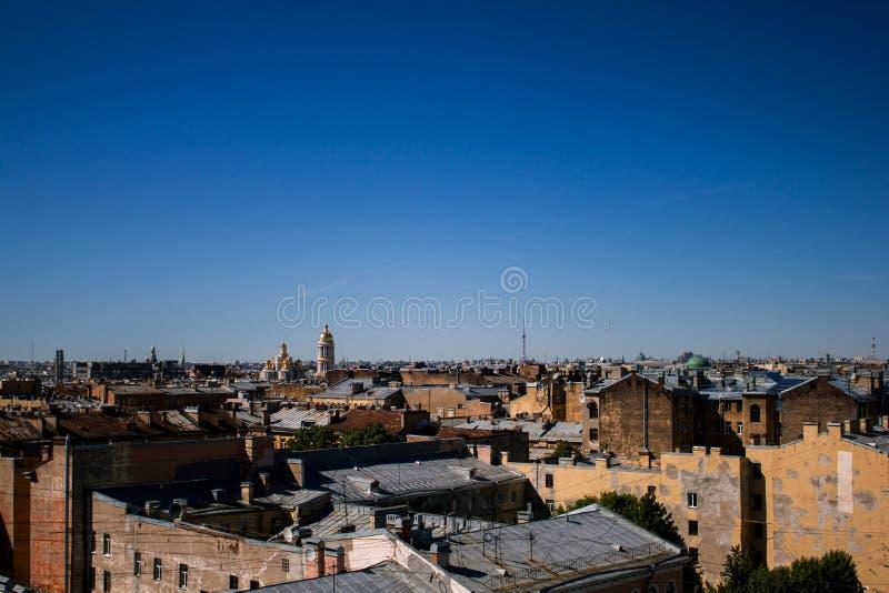 St Petersburg Ryssland, kan 2019, tak av St Petersburg Härlig sikt av staden från över royaltyfri foto