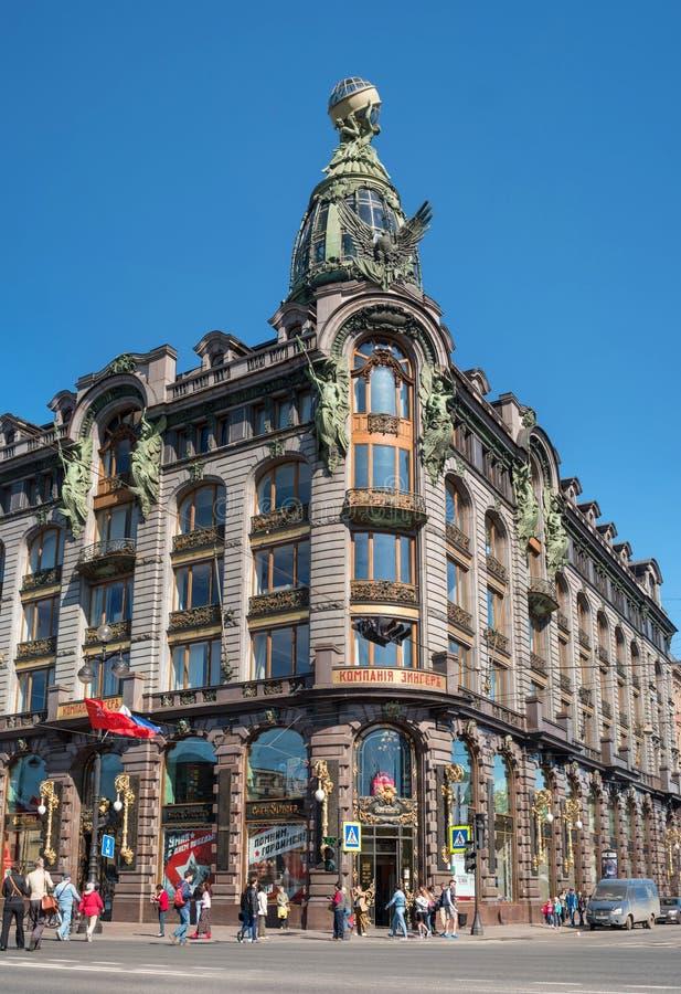 St Petersburg Ryssland - Maj 8, 2016: - Sångare av företagets berömda hem royaltyfri fotografi