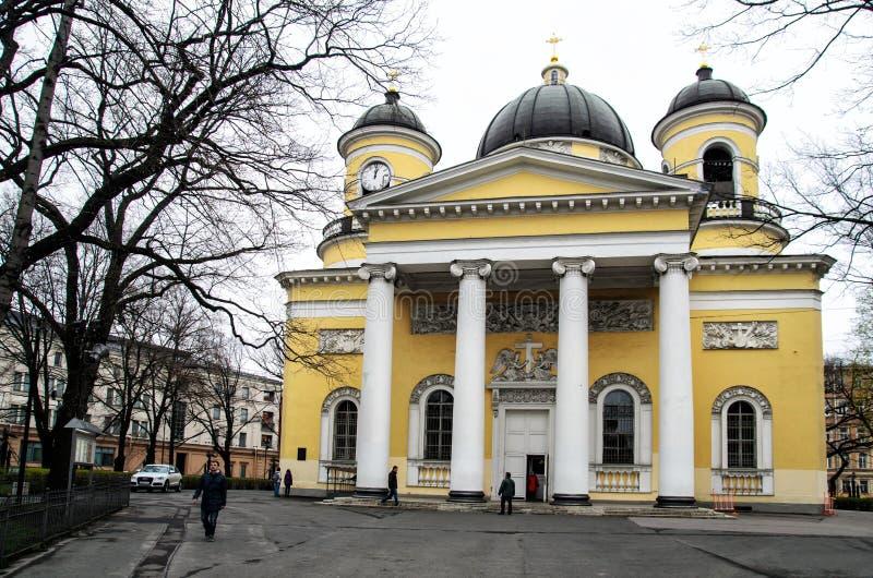 St Petersburg Ryssland, Maj 2, 2015 - Spaso-Preobrazhensky domkyrkabyggnad i vår arkivfoton