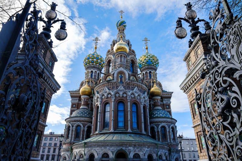 St Petersburg Ryssland - mars 29, 2017: Kyrka av frälsaren på spillt blod arkivbild
