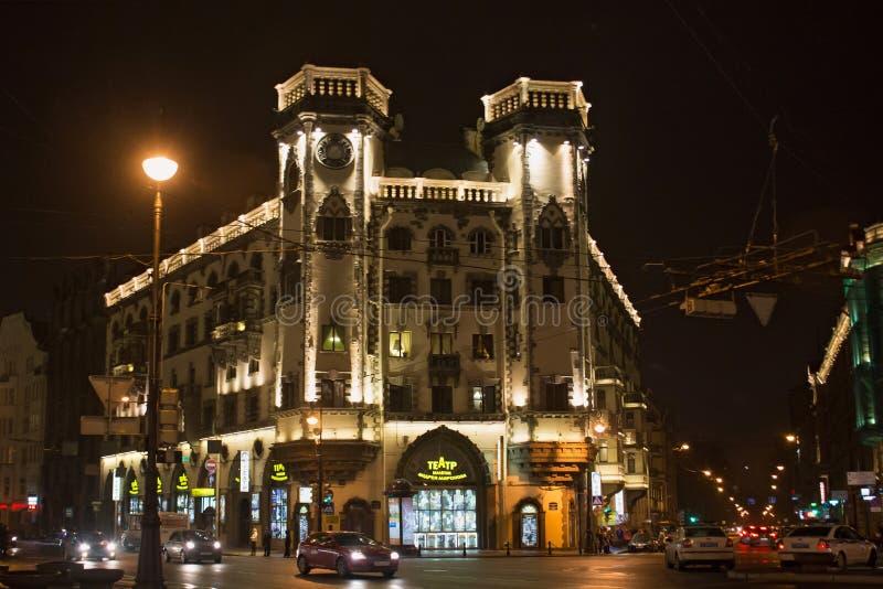 ST PETERSBURG RYSSLAND - NOVEMBER 03, 2014: Byggnaden av teatern som namnges efter Andrei Mironov royaltyfri fotografi