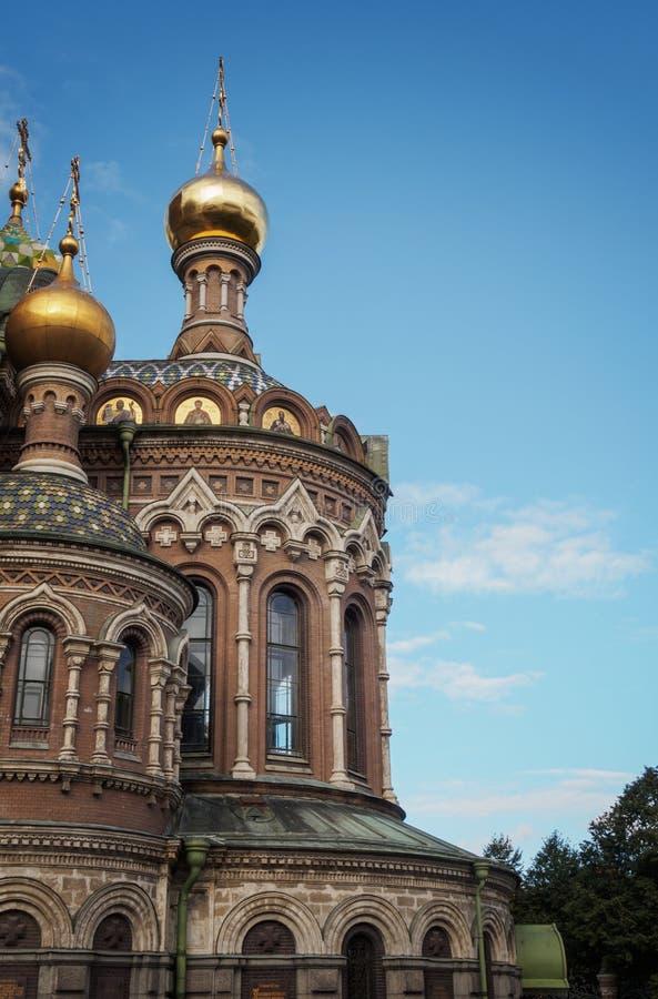 St Petersburg Ryssland - September 10, 2017: Sikt av kupolen av frälsaren på blod i St Petersburg royaltyfri bild