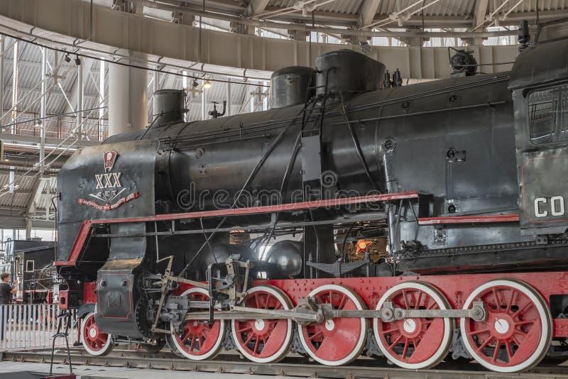 03 05 St Petersburg Ryssland transportmuseum 2019 Utst?llning av j?rnv?g lokomotiv av det 19th ?rhundradet royaltyfria bilder