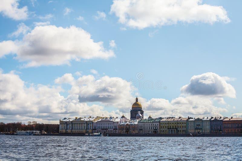 St Petersburg Smolny, den Neva floden royaltyfria foton