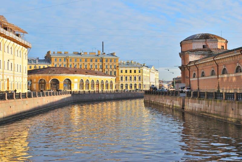 St Petersburg. Terraplén del río de Moika imagenes de archivo