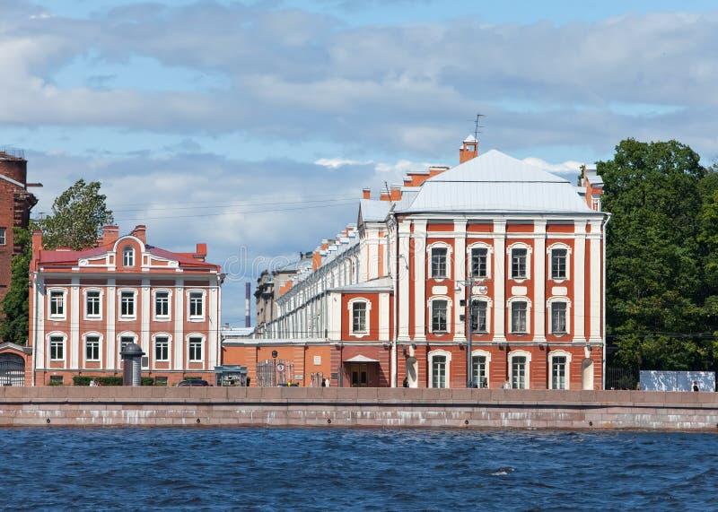 St Petersburg. Una costruzione dell'università di Stato fotografia stock