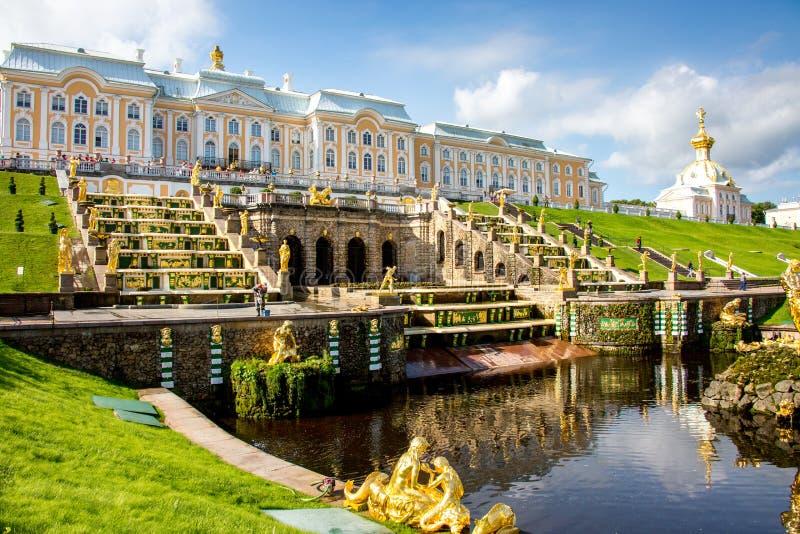 St. Petersburg van het de zomerpaleis stock foto