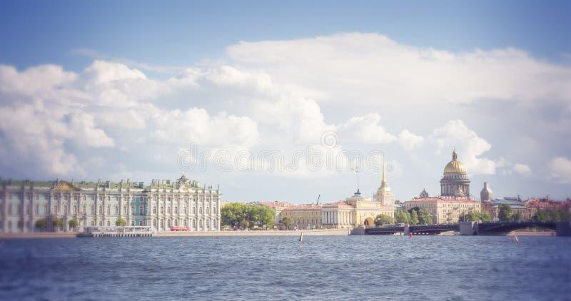 St Petersburg Widok na Świątobliwej Isaac katedrze zima pałac i admiralicja obraz royalty free