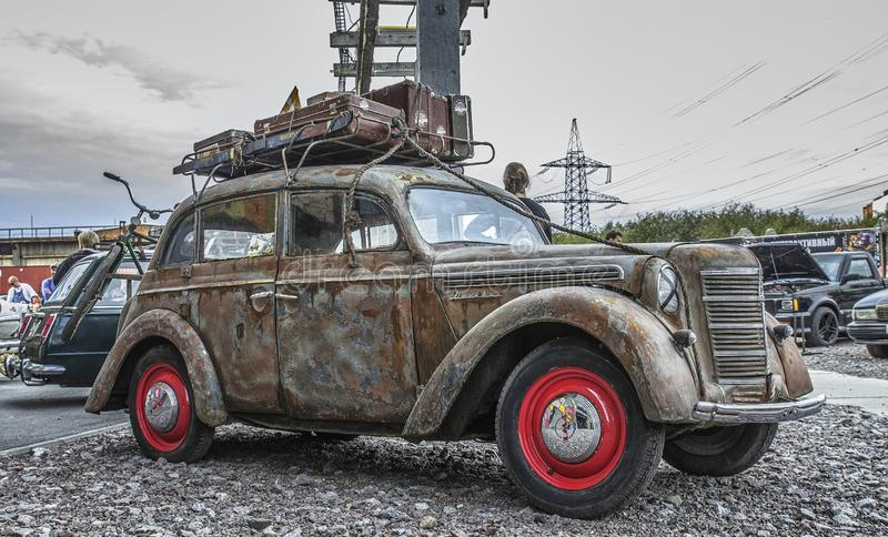 St- Petersburgausstellung von Autos Retro- Auto alt Sowjetische Autoindustrie lizenzfreie stockfotografie
