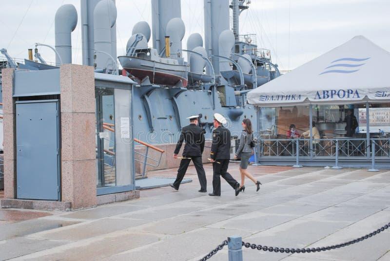 ST PETERSBURGO, RÚSSIA - 12 DE JULHO DE 2015: Ideia da Aurora do cruzador do russo, preservada atualmente como um navio do museu fotos de stock royalty free