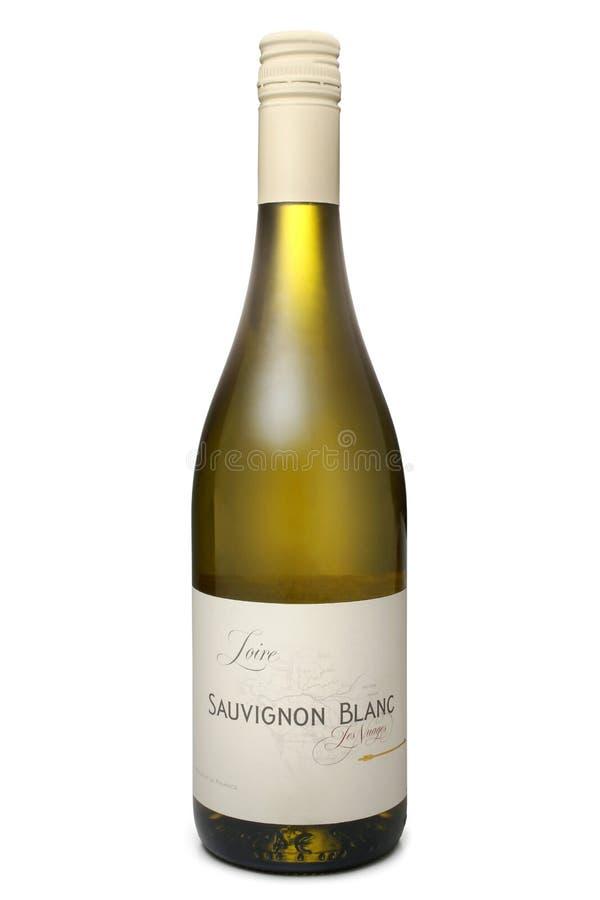 ST PETERSBURGO, RÚSSIA - 30 de outubro de 2016: Garrafa de Les Nuages Loire Sauvignon Blanc, França fotografia de stock royalty free