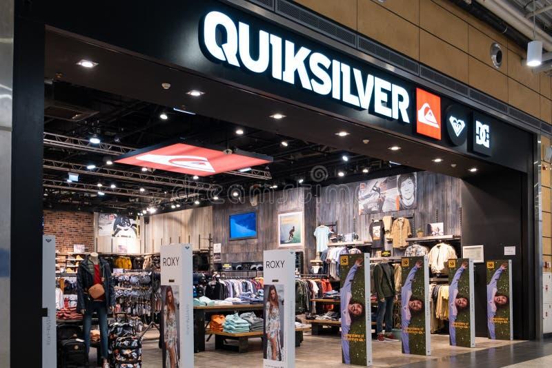 ST PETERSBURGO, RÚSSIA - EM MARÇO DE 2019: Loja de Quiksilver em Rússia Quiksilver, Inc ? uma empresa ostentar varejo americana foto de stock royalty free