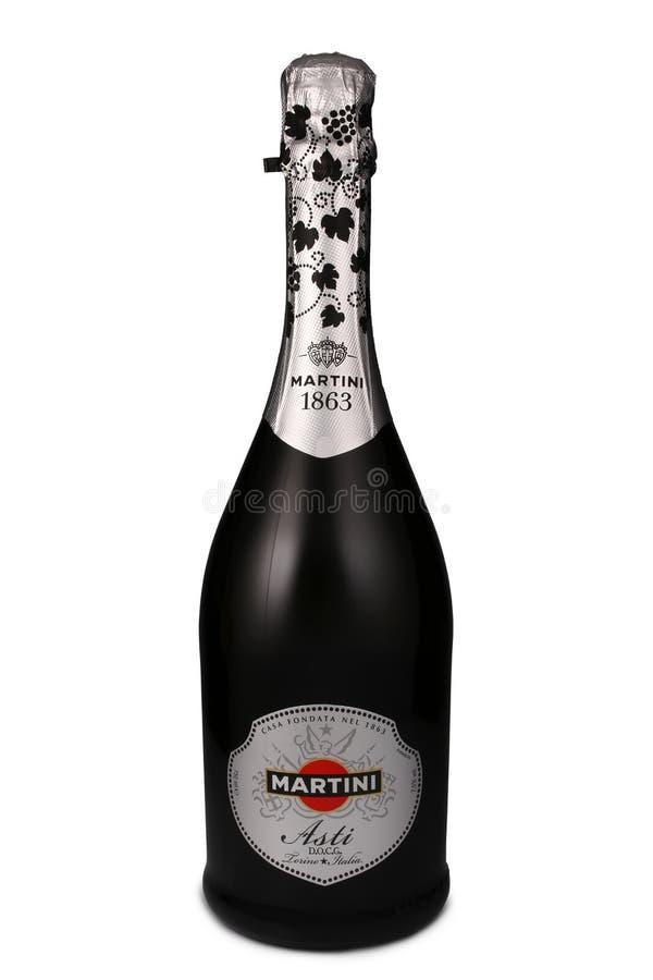 ST PETERSBURGO, RUSIA - 15 de julio de 2015: Botella de Martini Asti, Italia foto de archivo libre de regalías
