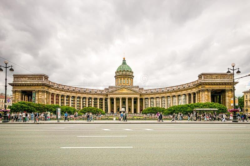 ST PETERSBURGO, RUSIA - 26 DE JULIO DE 2015: Catedral de nuestra señora de Kazán en St Petersburg imágenes de archivo libres de regalías